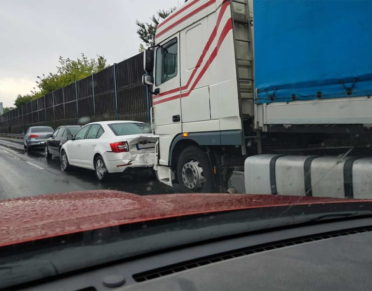 what to do at the scene of a truck accident
