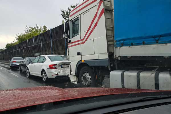 What Should I Do at the Scene of a Truck Accident?